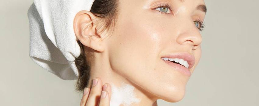 頸部0皺紋!頸紋的成因、保養與治療完整說明